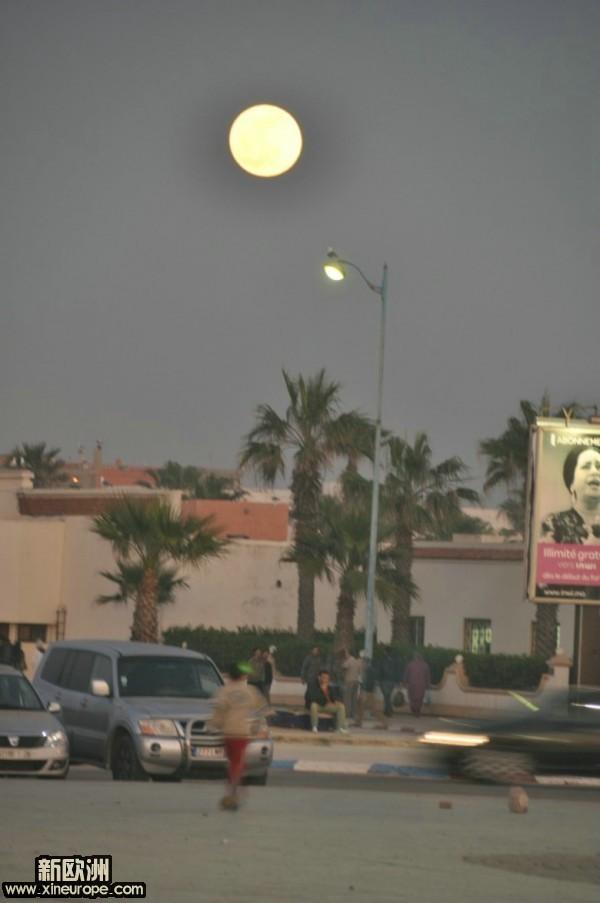 好大好大的月亮