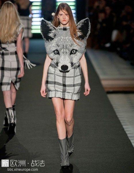 La-foxy-lady-de-Jean-Charles-de-Castelbajac_reference.jpg
