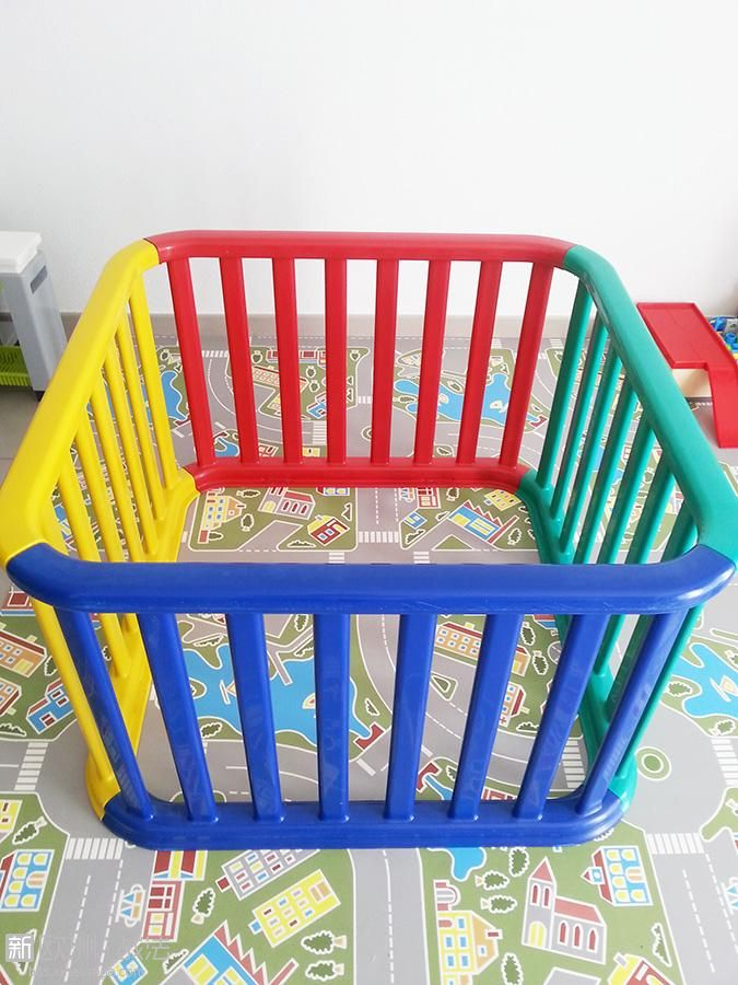 Parc bébé carré multicouleur en plastique