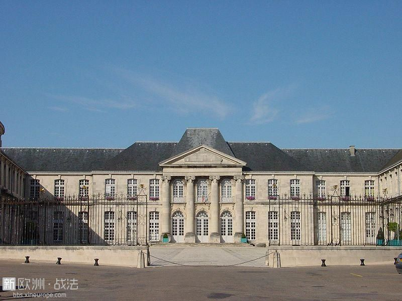 800px-Château_Stanislas_Commercy.jpg