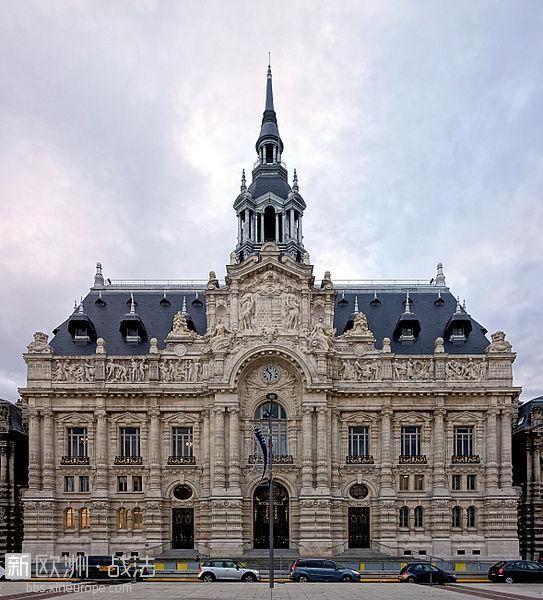 543px-Roubaix_hotel_de_ville_face.jpg