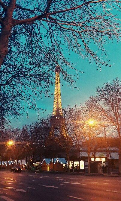 冬日里的铁塔