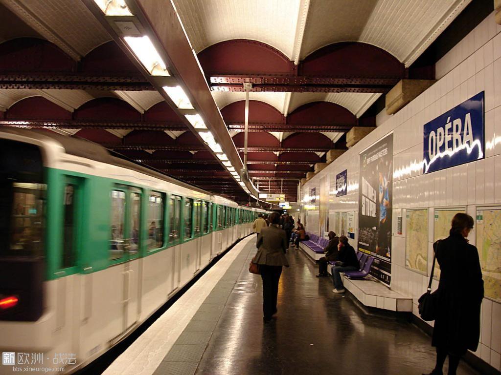 Metro_Paris_-_Ligne_3_-_station_Opera_02.jpg