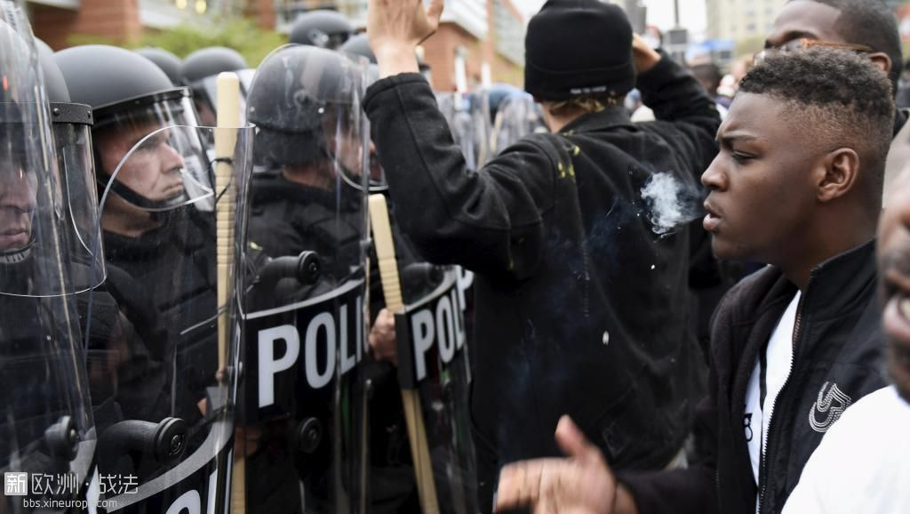 2015-04-26T004049Z_1029719119_GF10000072846_RTRMADP_3_USA-POLICE-BALTIMORE_0.JPG
