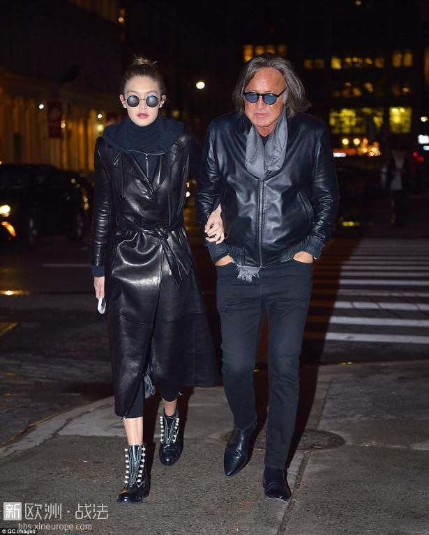 4001024800000578-4496138-Mohamed_Hadid_pictured_with_daughter_Gigi_in_Manhattan_.jpg