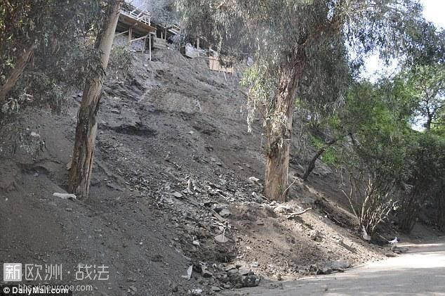 2AA8098500000578-3168173-Landslide_from_the_home_of_Mohamed_Hadid_under_construc.jpg