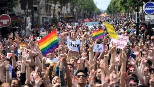 gay-pride.des-dizaines-de-milliers-de-personnes-ont-defile-paris.jpg
