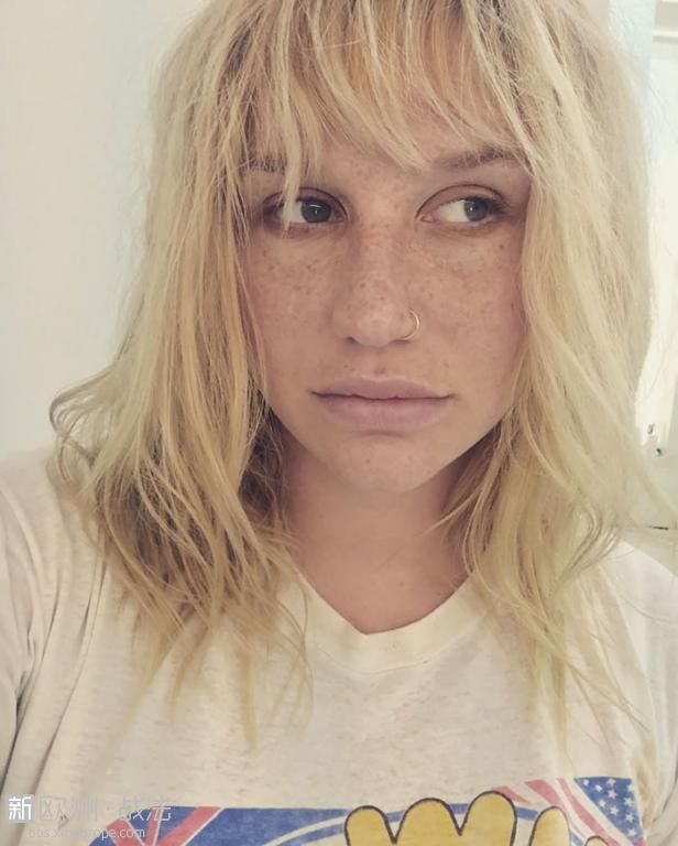 celebrities-without-makeup-96-596daf8178ef1__700.jpg