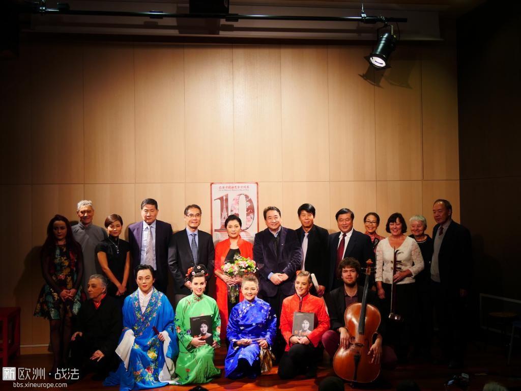 中心领导及戏曲班成员合照.JPG