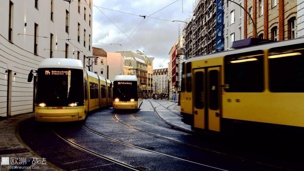 trams-828840_1920.jpg