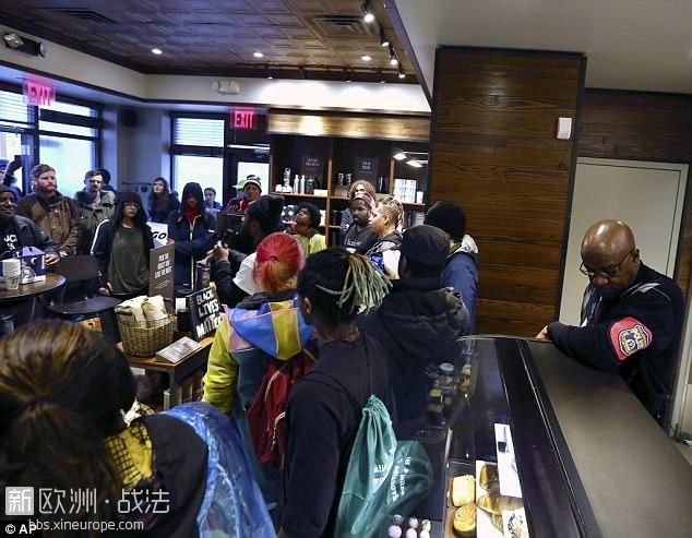 4B396D2200000578-5622711-Protesters_filled_the_Starbucks_store_on_Monday_as_they.jpg