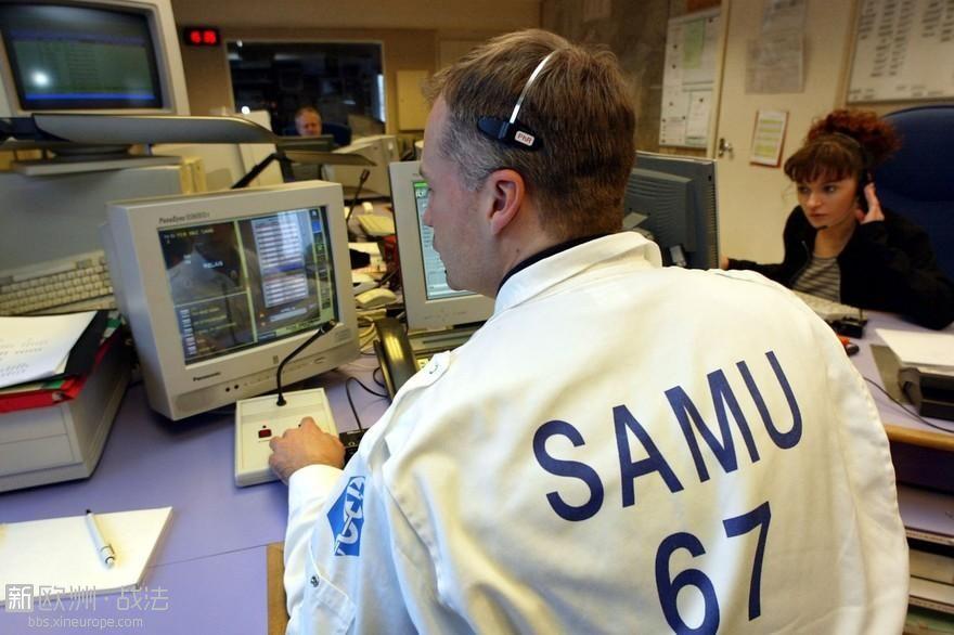 7793320564_des-agents-repondent-a-des-appels-au-samu.jpg