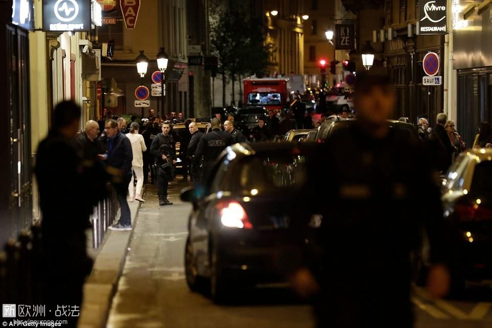 4C26473F00000578-5721939-Armed_police_swooped_on_the_central_Paris_district_afte.jpg