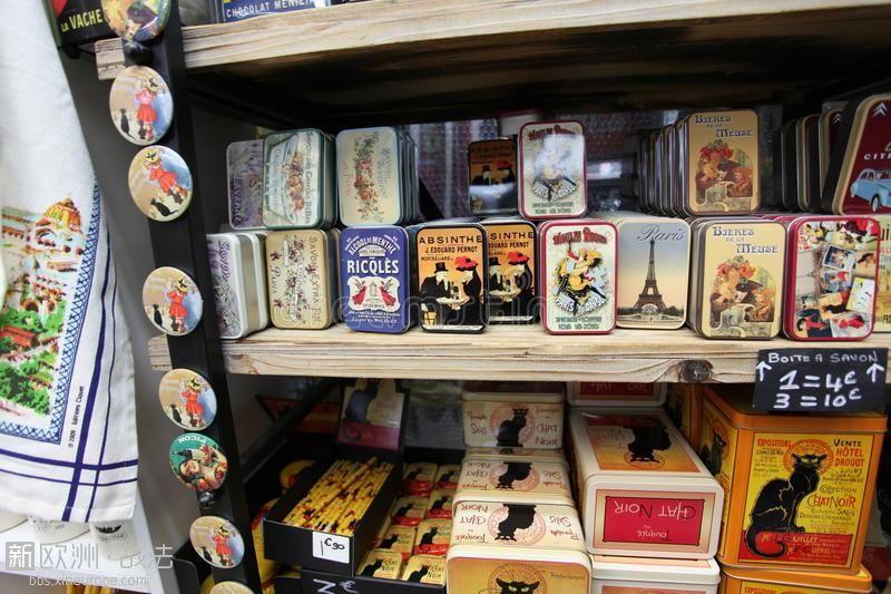 souvenirs-paris-montmartre-souvenir-shop-frnce-nivember-47399071.jpg