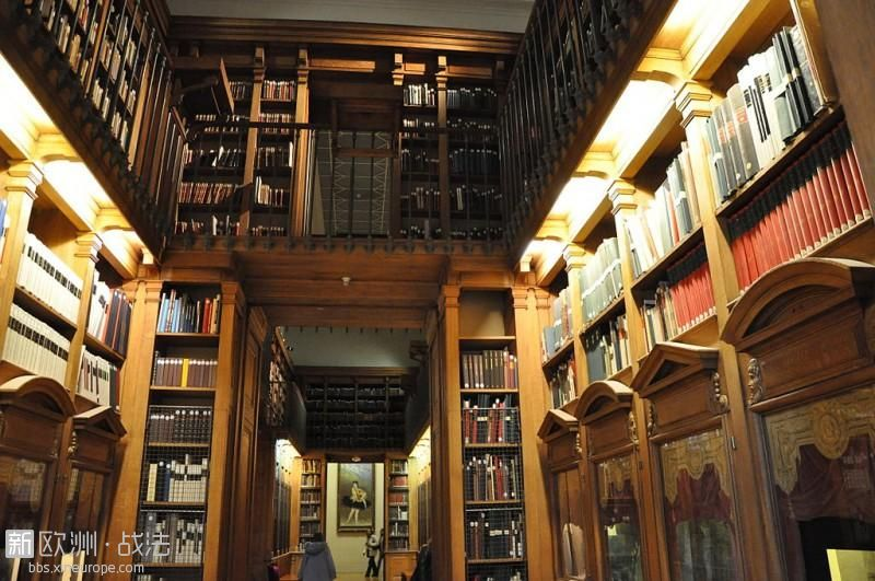 1024px-Bibliotheque_de_lOpera_Garnier_Paris_France.-e1477907844741.jpg