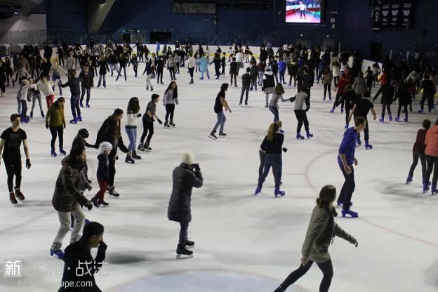 427668-arena-on-ice-patinoire-ephemere-de-1800-m-a-l-accorhotels-arena-de-paris.jpg