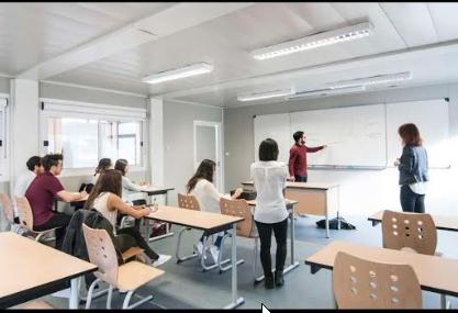 学生们在上课